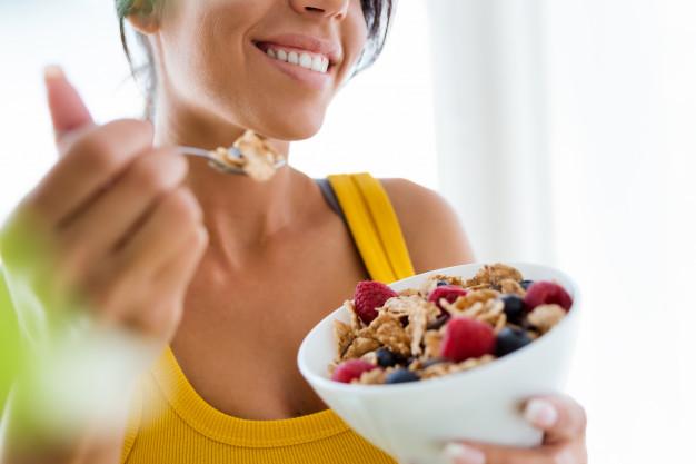 ¿Debemos comer menos en los días de descanso?